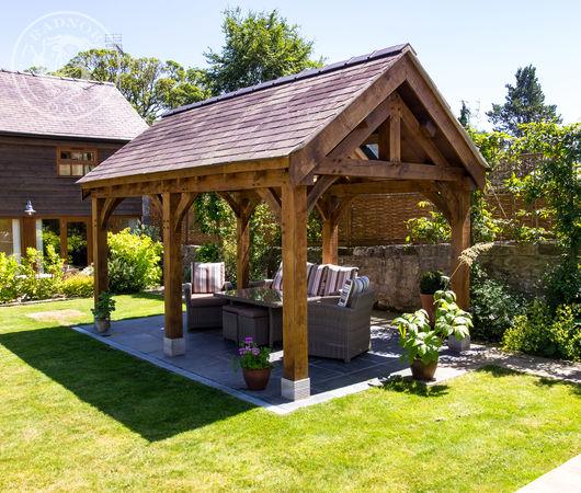 Oak framed pavilion by Radnor Oak