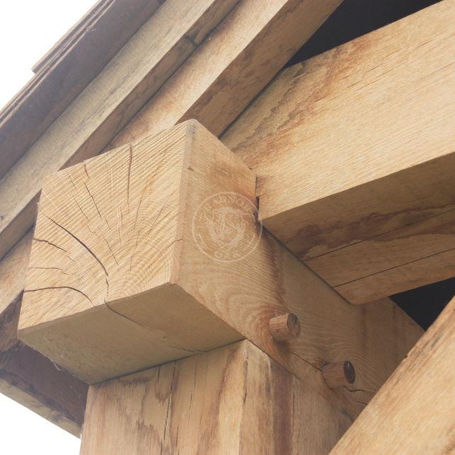 an oak tie beam detail