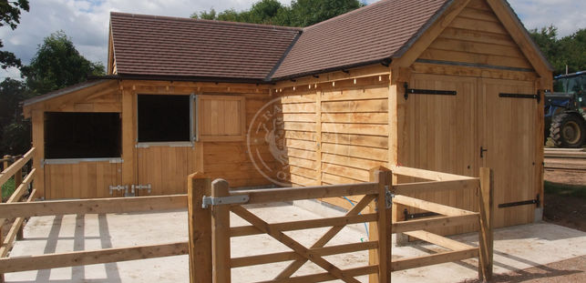 L Shaped Oak Framed Garage and Stable | Stapleton | Radnor Oak | Bespoke Stable
