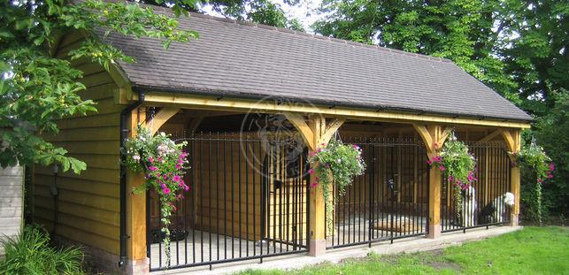 Large Oak Framed Dog Kennel | Byton High Ridge | Radnor Oak