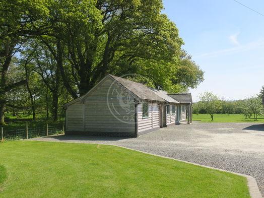 Oak Garage and Workshop   Kinsham   Show Site   Radnor Oak
