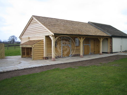 Walton 3 Bay | Bespoke Stable | Tack Room | Radnor Oak