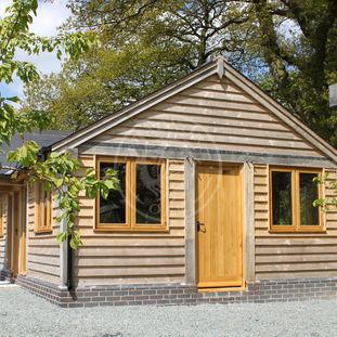 Tradional Garden Annexe with a Porch | Oak Frame Granny Annexe | Radnor Oak